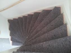ondertapijt op de trap